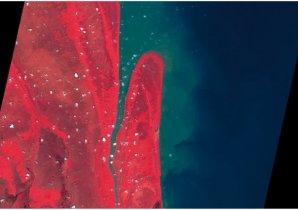 le cap Caciporé (2007) Cette image SPOT 5 montre l'estuaire de la rivière Caciporé situé au coeur du Parc National de Cabo Orange dans l'Amapà,  au Brésil